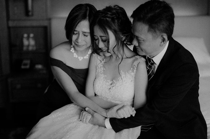 Amazing and beautiful wedding at CHIJMES by Pixioo Photography - 007
