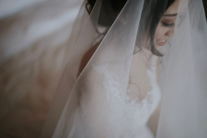 Amazing and beautiful wedding at CHIJMES by Pixioo Photography - 010
