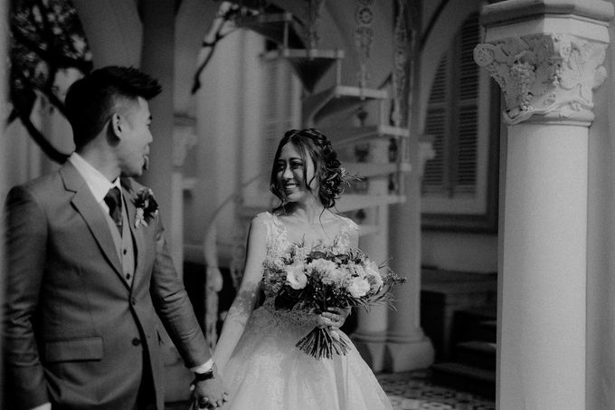 Amazing and beautiful wedding at CHIJMES by Pixioo Photography - 020