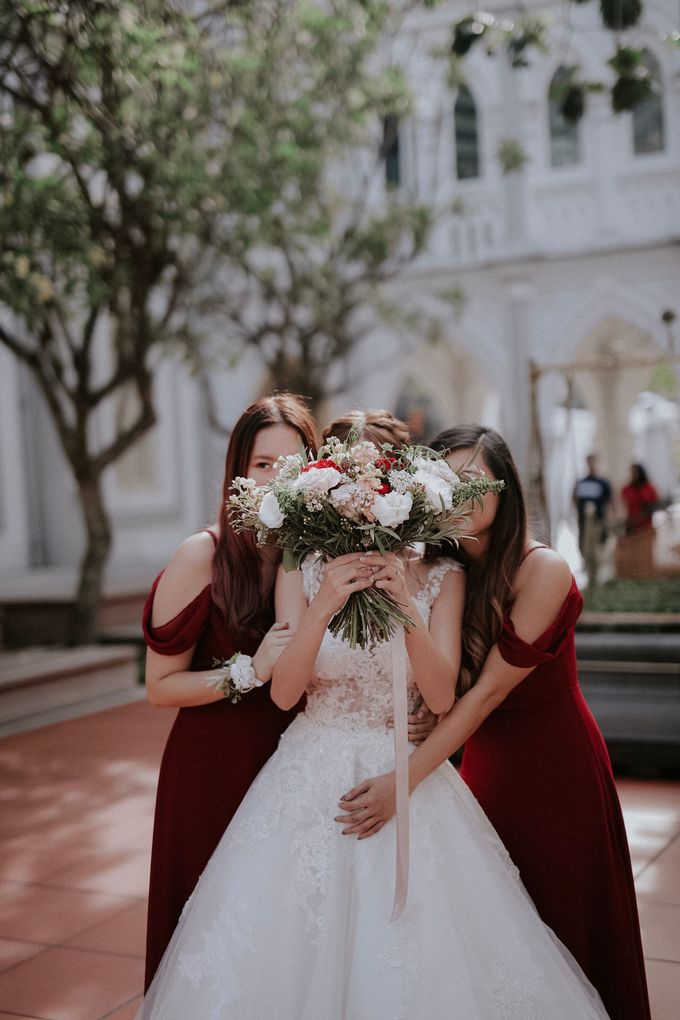 Amazing and beautiful wedding at CHIJMES by Pixioo Photography - 027