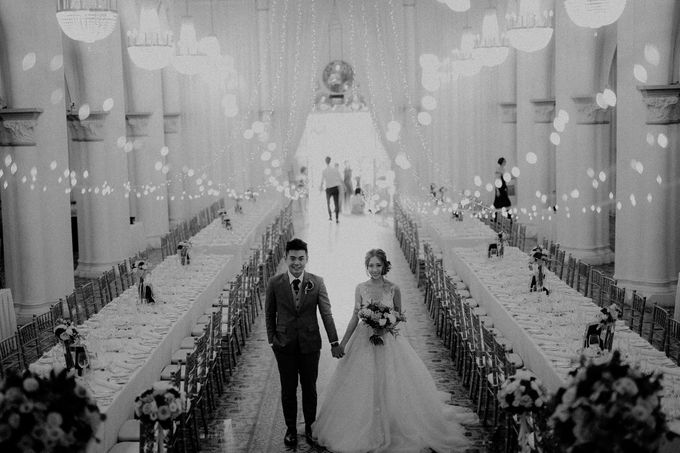 Amazing and beautiful wedding at CHIJMES by Pixioo Photography - 035
