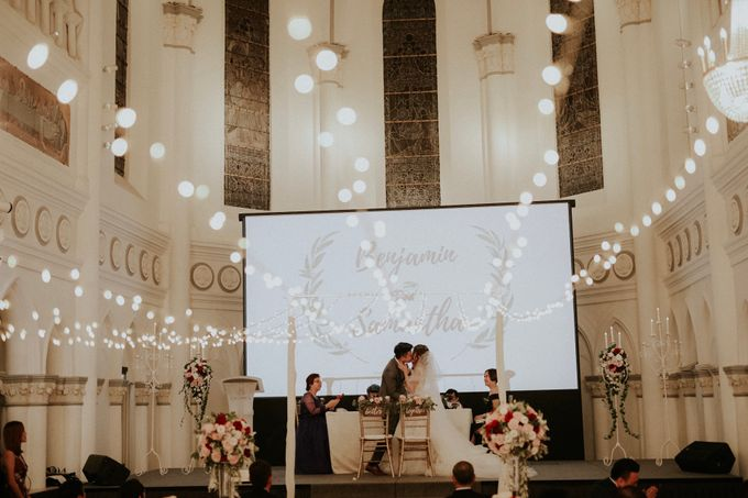 Amazing and beautiful wedding at CHIJMES by Pixioo Photography - 039