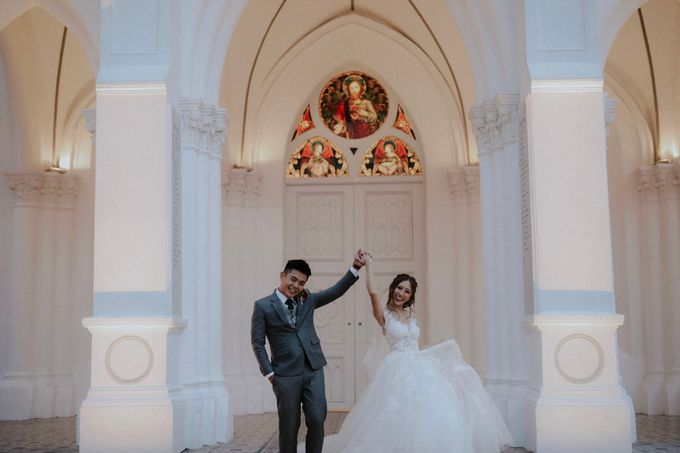 Amazing and beautiful wedding at CHIJMES by Pixioo Photography - 040