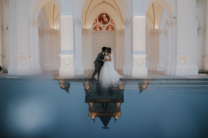 Amazing and beautiful wedding at CHIJMES by Pixioo Photography - 041