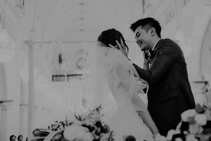 Amazing and beautiful wedding at CHIJMES by Pixioo Photography - 047