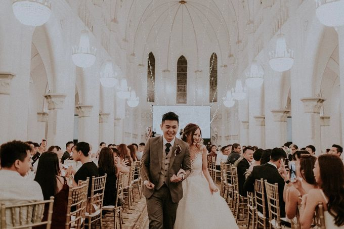 Amazing and beautiful wedding at CHIJMES by Pixioo Photography - 050