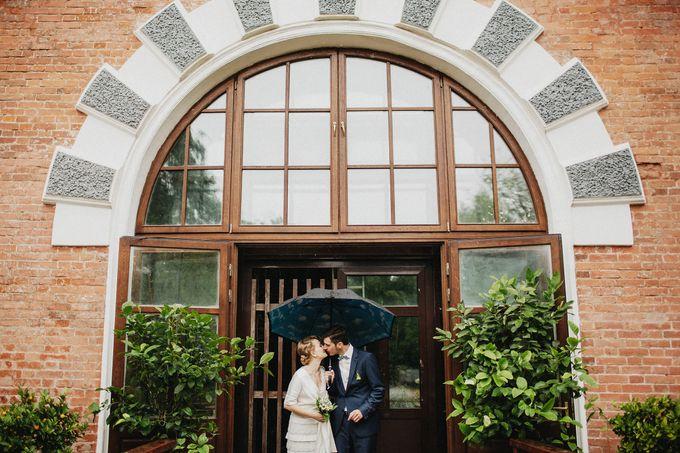 Olga and Volker Rainy Day Wedding by Dasha Elfutina - 014