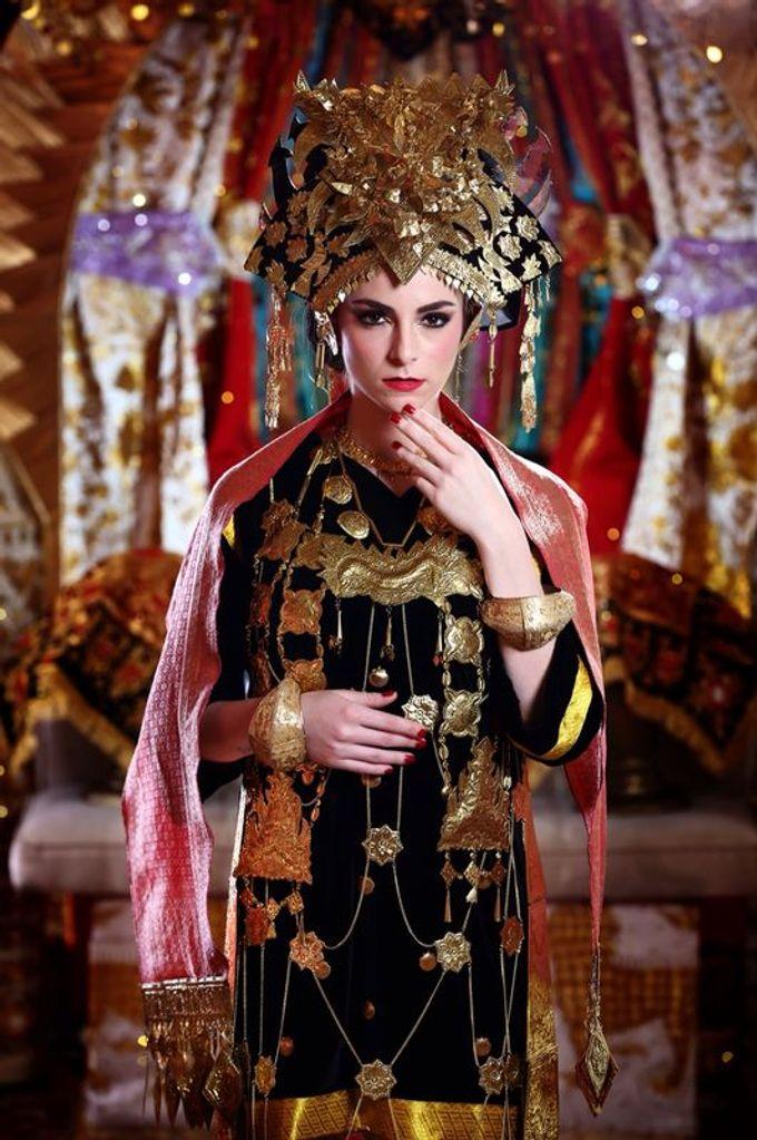 Minang Bride - Garuda Indonesia Inflight Magazines Spread by DES ISKANDAR - 002