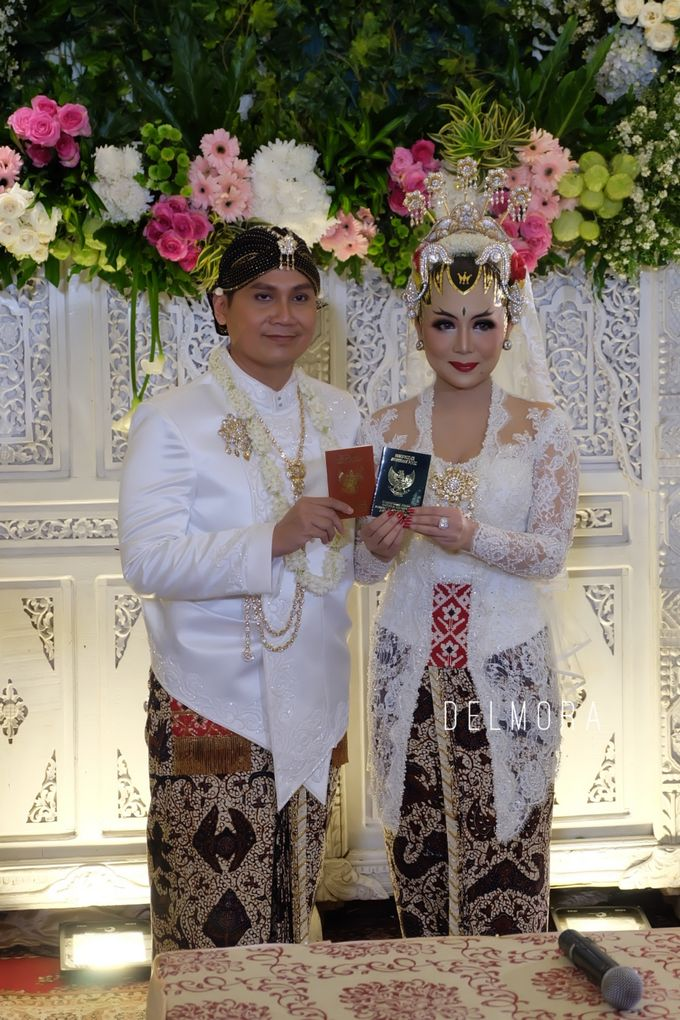 WEDDING CEREMONY KEBAYA MODERN / TRADISIONAL by DELMORA - 009