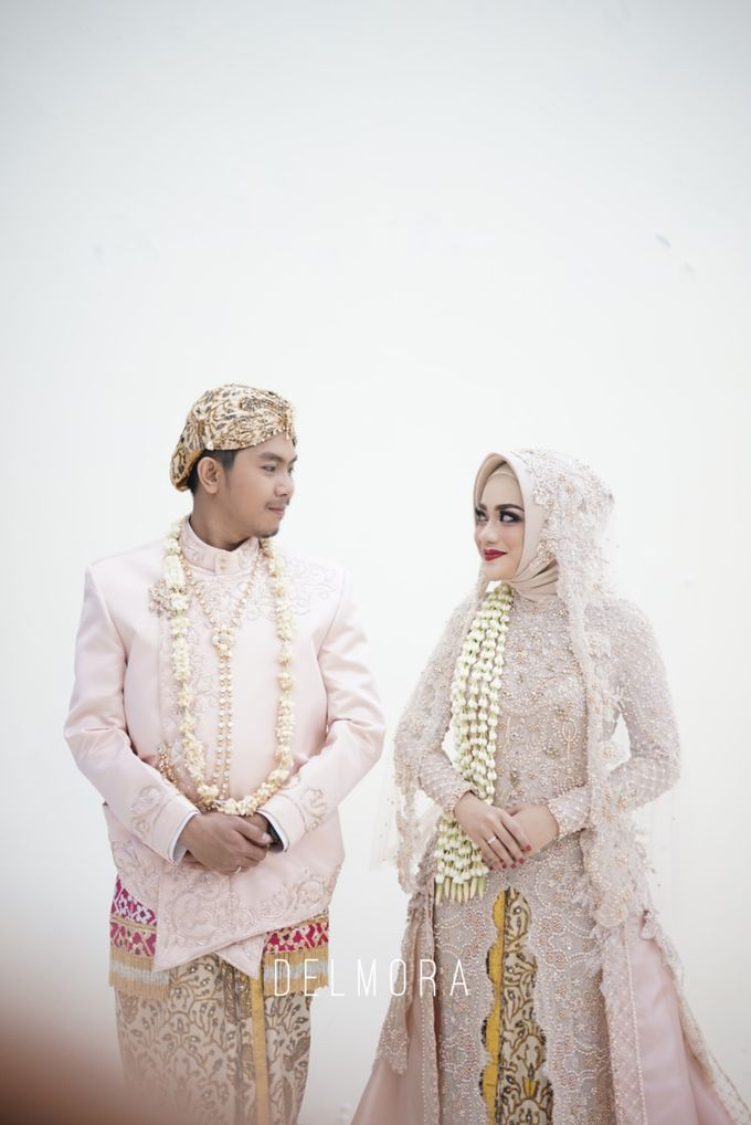 WEDDING PARTY KEBAYA MODERN / TRADISIONAL by DELMORA - 009