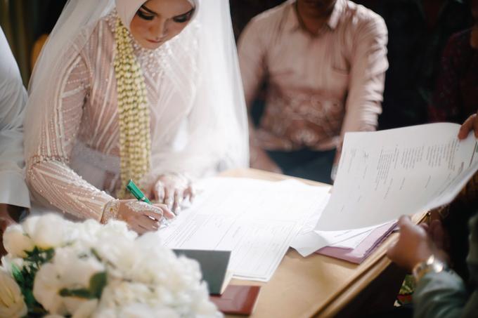 Widya + Angga - Javanese Fine-Art Wedding Session by Photolagi.id - 014