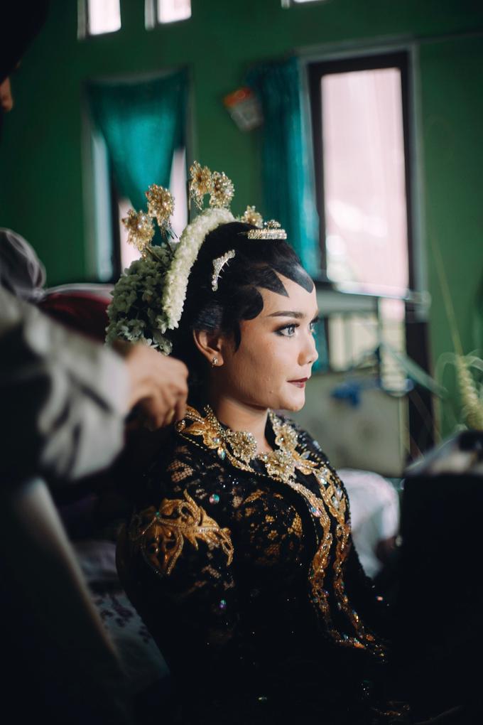 Widya + Angga - Javanese Fine-Art Wedding Session by Photolagi.id - 018