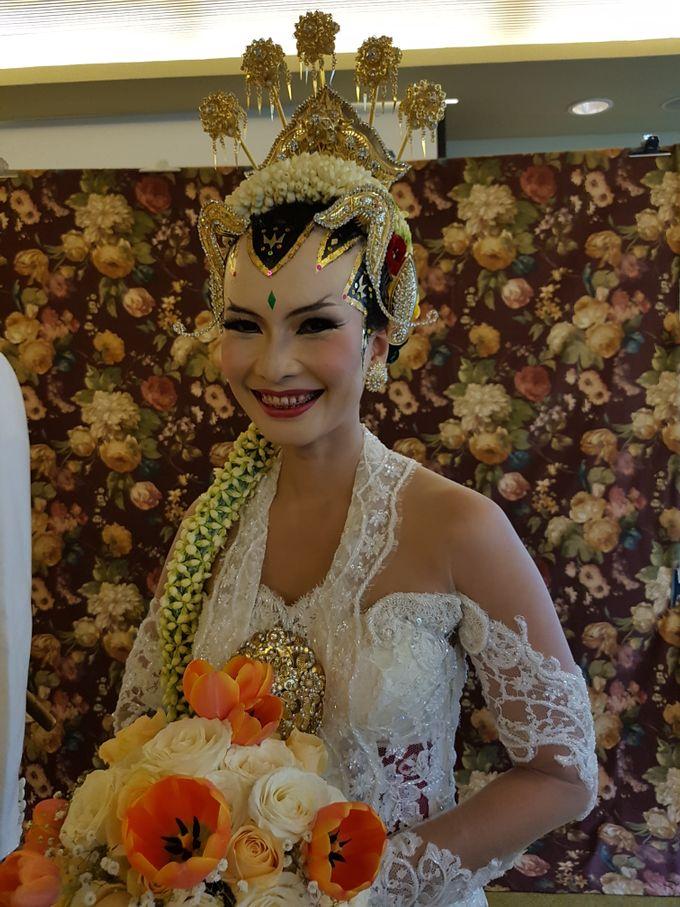 Rosa & Thomas Wedding by Arum Ndalu Sanggar Rias Pengantin - 002