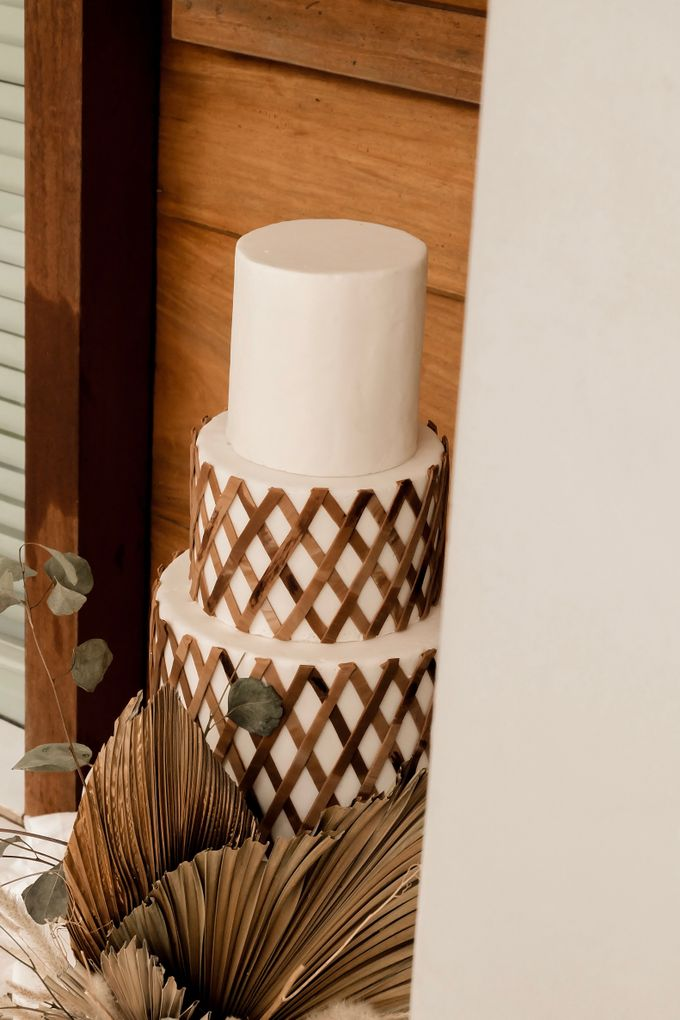 rattan weave and dried palm trees - modern heritage by KAIA Cakes & Co. - 004
