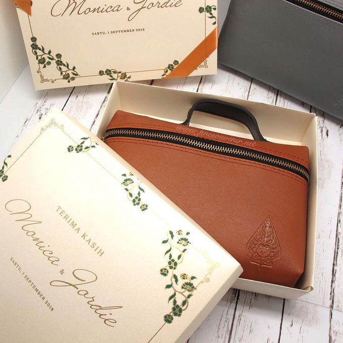 Pouch Hand Include Personalised Box by Fine Souvenir - 002