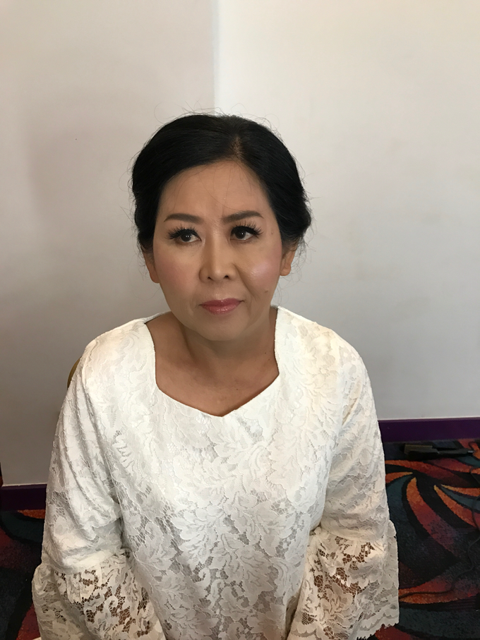 Mother of the Bride/Groom Makeup by Fame Hotel Gading Serpong - 001