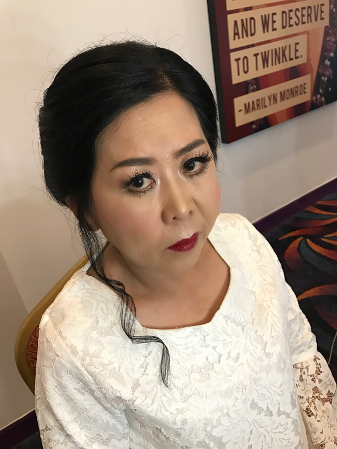 Mother of the Bride/Groom Makeup by Fame Hotel Gading Serpong - 006