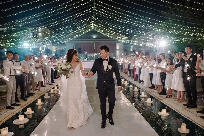 White Elegant Wedding Cliff by Bali Izatta Wedding Planner & Wedding Florist Decorator - 016