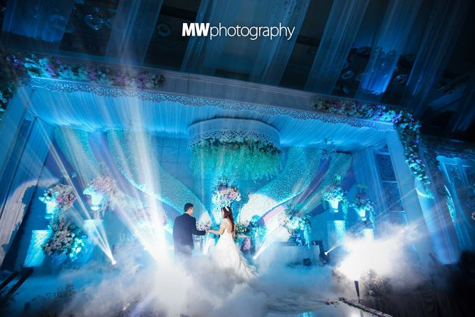 Beautiful Wedding at Mercure Hotel Surabaya by Five Stars Wedding Organizer by GOTAN Dance Project - 019