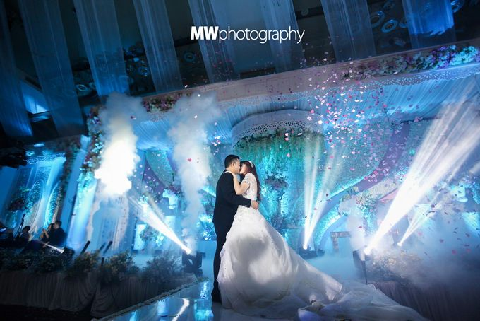 Beautiful Wedding at Mercure Hotel Surabaya by Five Stars Wedding Organizer by GOTAN Dance Project - 020