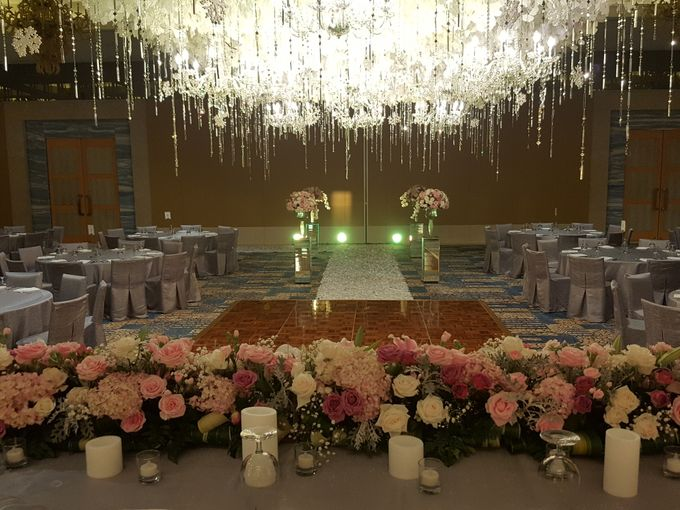 Sparkling in Gold by d'Oasis Florist & Decoration - 002