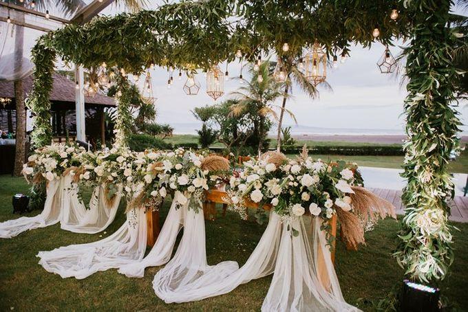 White & Green  Romantic Dinner Decoration by Bali Izatta Wedding Planner & Wedding Florist Decorator - 006