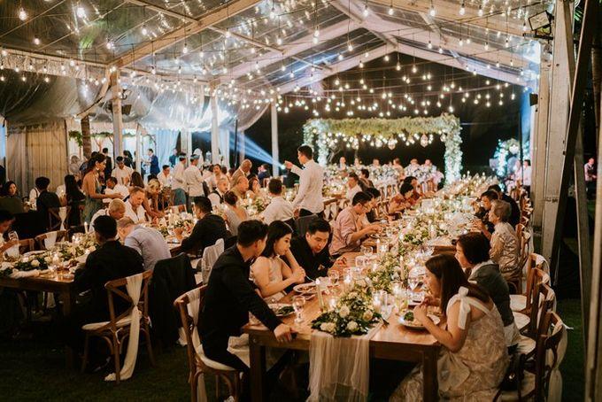 White Green Romantic Dinner Decoration Bali Izatta Wedding Planner Wedding Florist Decorator Bridestory
