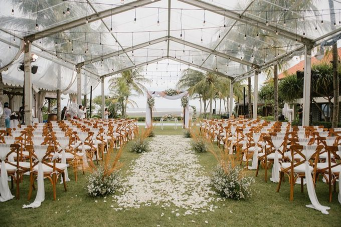 White & Green  Romantic Dinner Decoration by Bali Izatta Wedding Planner & Wedding Florist Decorator - 002