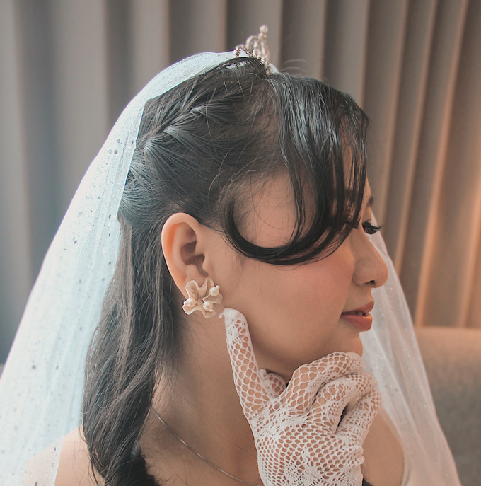 Wearring White by Rahel W Signature - 003