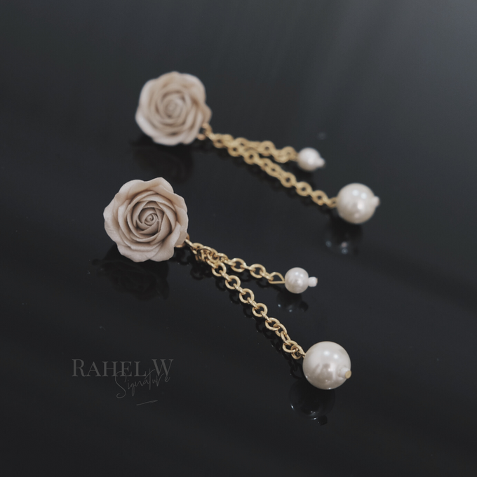 Wearring White by Rahel W Signature - 005