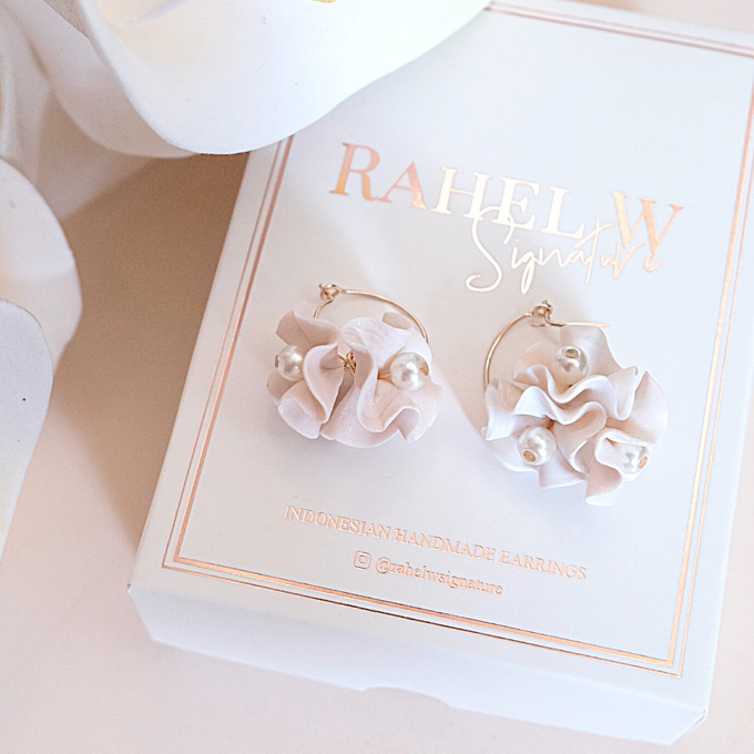 Wearring White by Rahel W Signature - 010