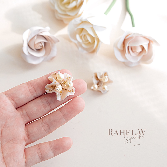 Wearring White by Rahel W Signature - 011