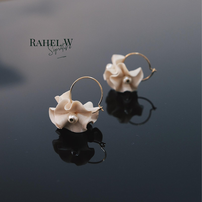Wearring White by Rahel W Signature - 012