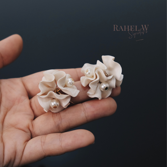 Wearring White by Rahel W Signature - 013