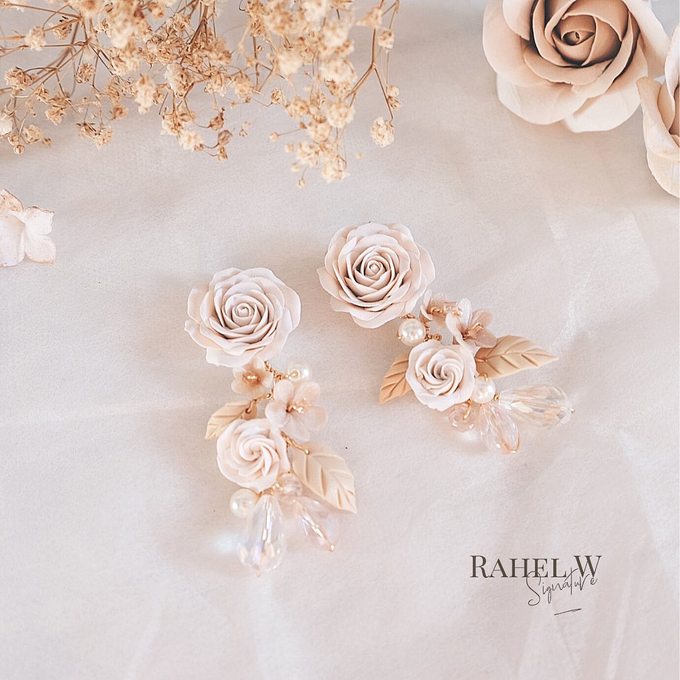 Wearring White by Rahel W Signature - 016
