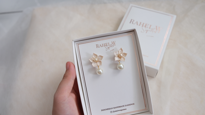 Wearring White by Rahel W Signature - 017