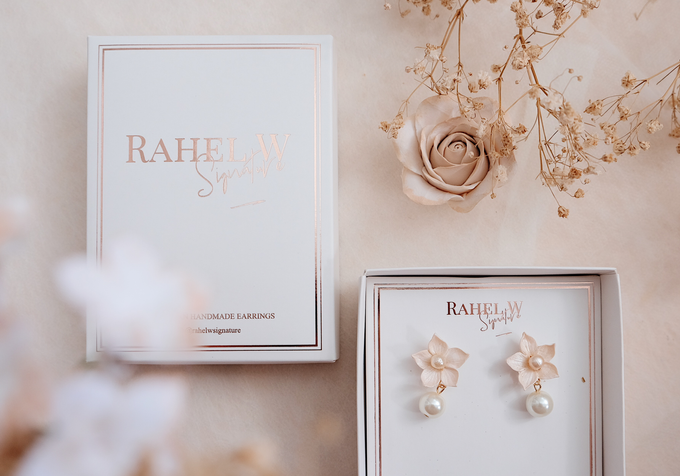 Wearring White by Rahel W Signature - 018