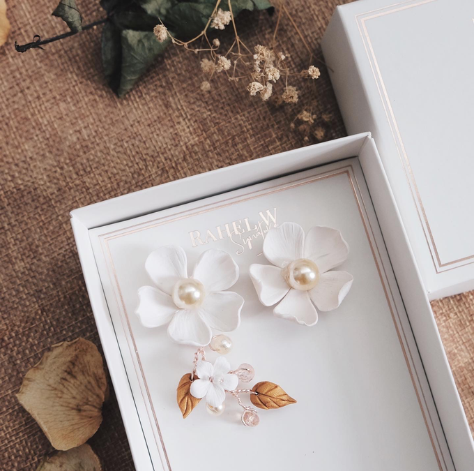 Wearring White by Rahel W Signature - 021