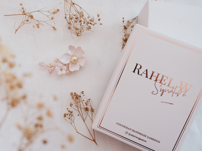 Wearring White by Rahel W Signature - 026