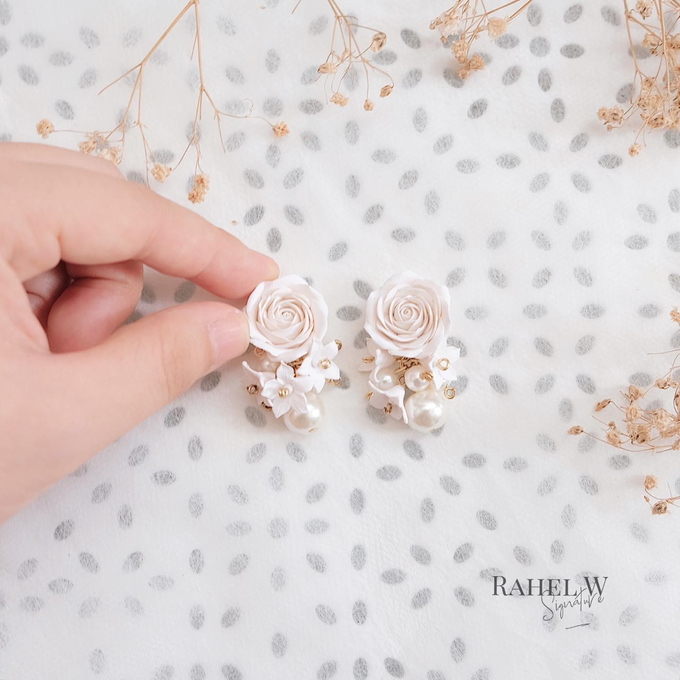 Wearring White by Rahel W Signature - 028