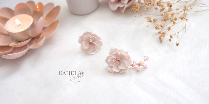 Wearring White by Rahel W Signature - 030
