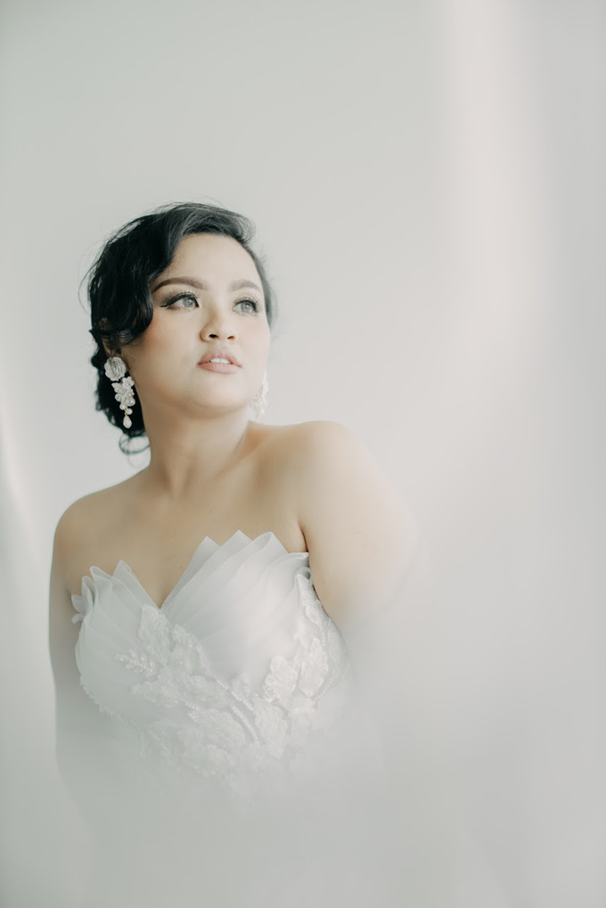 Wearring White by Rahel W Signature - 031