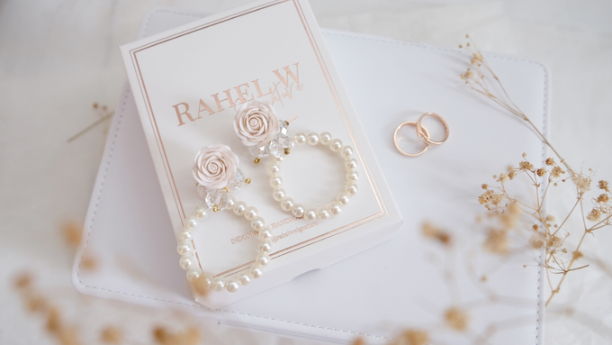 Wearring White by Rahel W Signature - 035