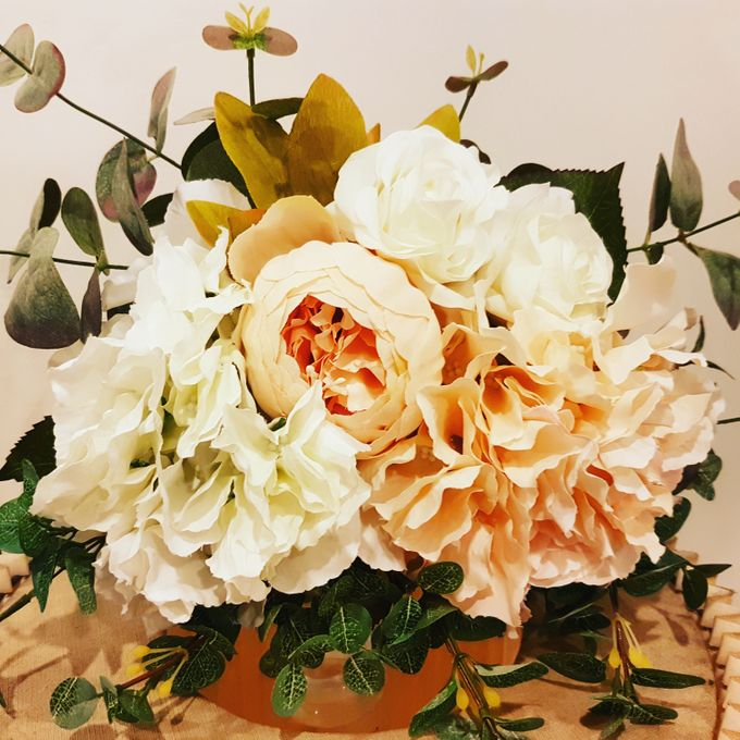 Bouquets, Corsages & Boutonnieres by Dorcas Floral - 010