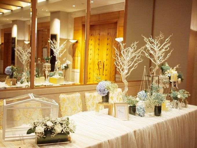 A Dreamy Cinderella Wedding at Grand Copthorne Hotel by Manna Pot Catering - 011