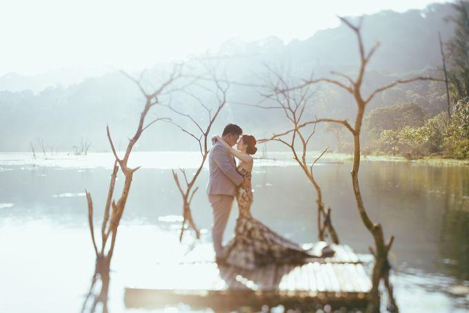 Classic and Dreamlike Prewedding of Mitha & Reiner in Bali by fire, wood & earth - 006