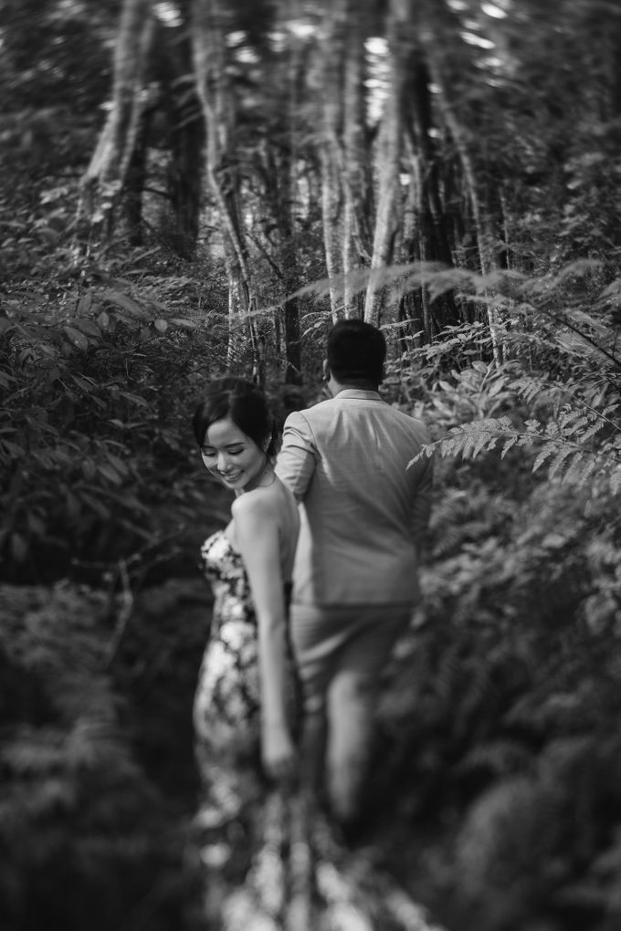 Classic and Dreamlike Prewedding of Mitha & Reiner in Bali by fire, wood & earth - 011