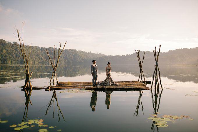 Classic and Dreamlike Prewedding of Mitha & Reiner in Bali by fire, wood & earth - 004