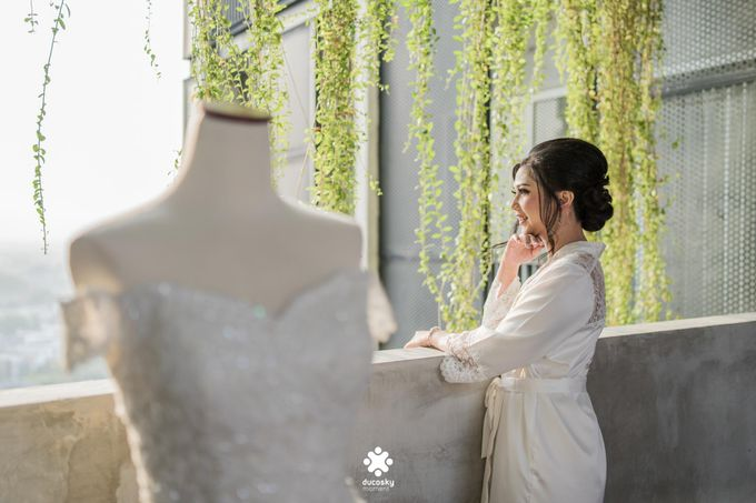 Rendy Evelyn Wedding | Bride's Morning Preparation by Ducosky - 014