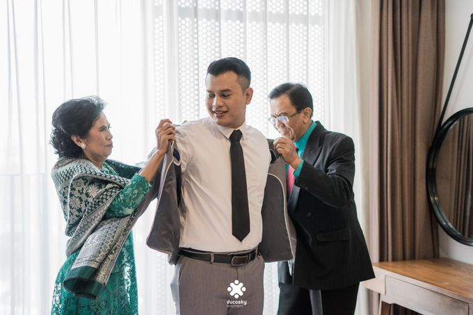 Rendy Evelyn Wedding | Groom's Morning Preparation by Ducosky - 014
